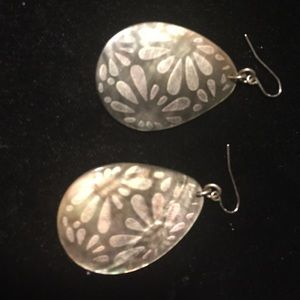 Premier Designs Shell Flower earrings